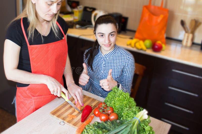 Sunda matfördelar Ny organisk grönsak sund valmat royaltyfria foton