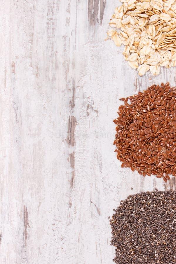 Sunda produkter och ingredienser som naturliga vitaminer för källa och diet-fiber, kopieringsutrymme för text royaltyfri bild