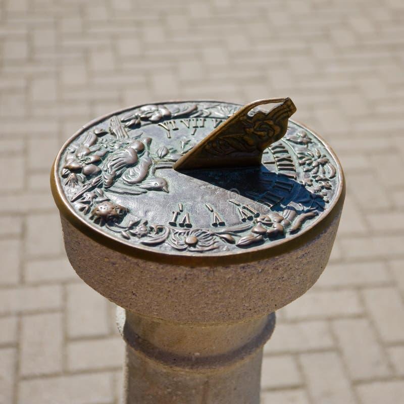 Download Sundial zdjęcie stock. Obraz złożonej z sunlight, antyk - 13334416