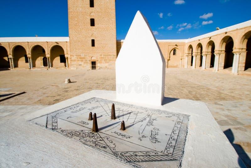 Sundial da grande mesquita em Kairouan fotos de stock royalty free