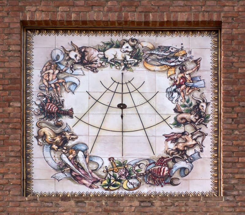 Sundial z freskiem zodiak obraz stock