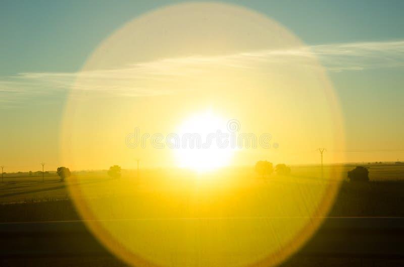 Sundog jaune lumineux au-dessus de La Mancha, Espagne images libres de droits