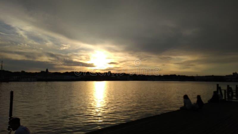 Sundown über dem Rhein lizenzfreie stockbilder