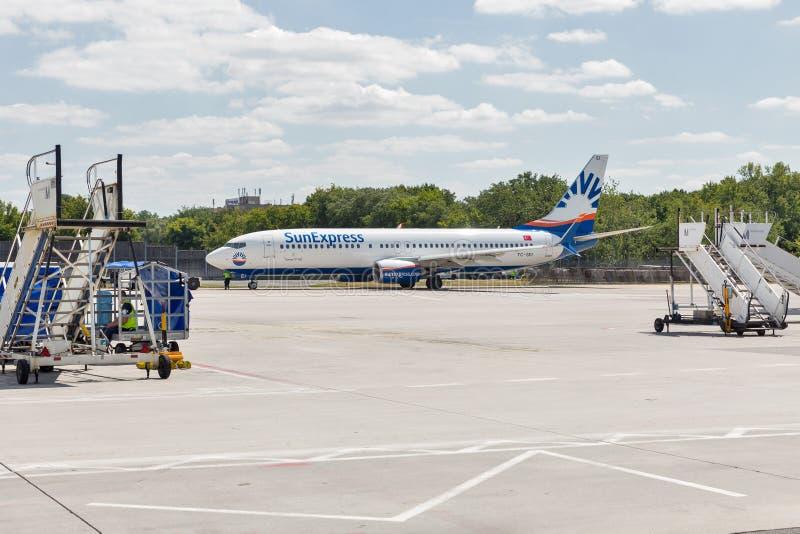 SunExpress Boeing 737 en el aeropuerto de Tegel en Berlín, Alemania foto de archivo