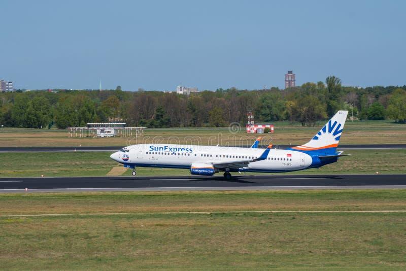Sunexpress Boeing 737-800 saca del aeropuerto de Berlin Tegel fotografía de archivo libre de regalías