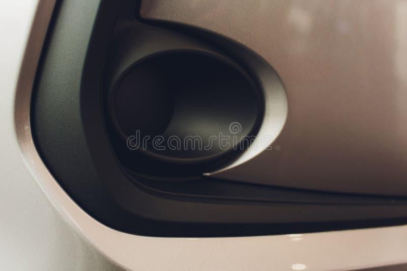 Решетка автомобиля с sunflare Гриль радиатора Предпосылка текстуры конца-вверх металла Гриль Chrome большого сильного макроса дви стоковое изображение