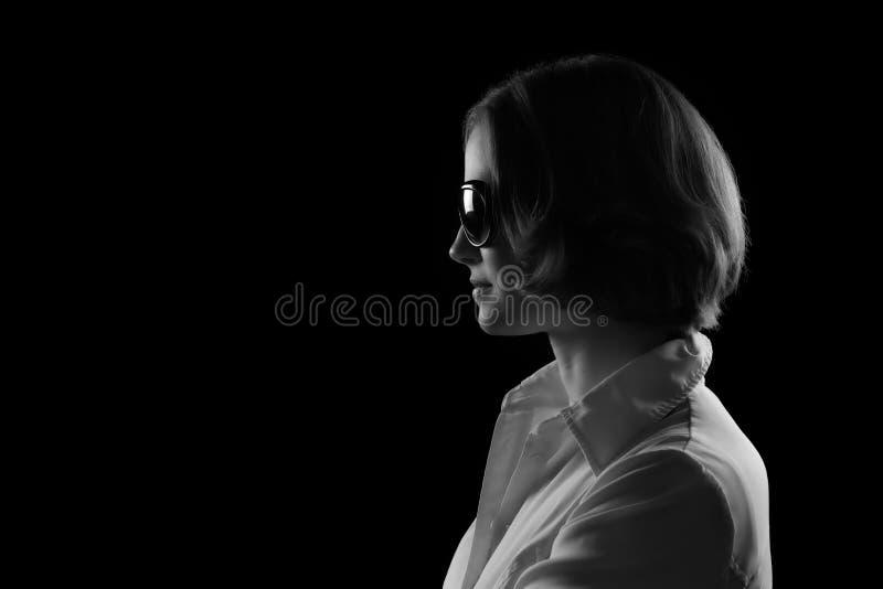 Sunglasses Black modelo bonito y perfil blanco imágenes de archivo libres de regalías