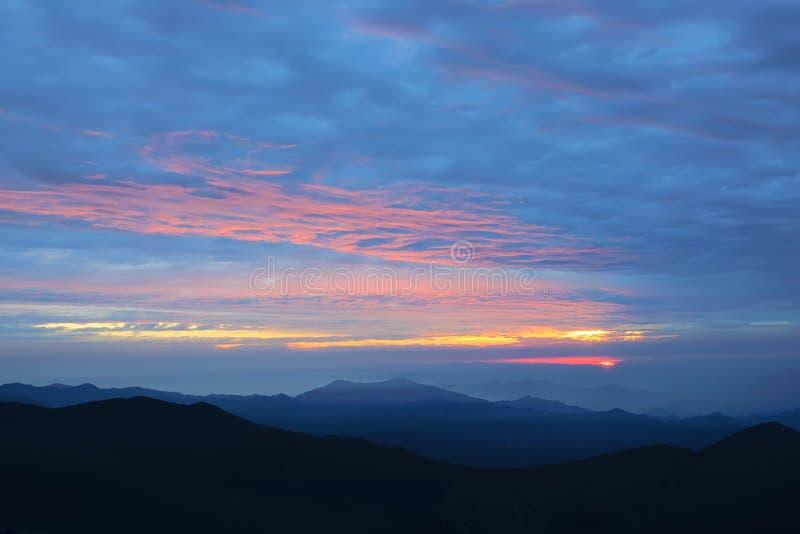 Sunglow della montagna immagine stock libera da diritti