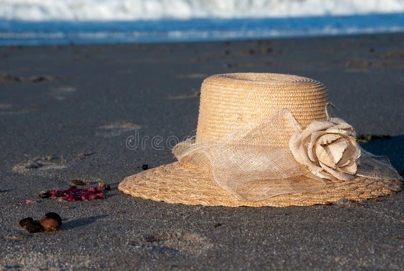 Sunhat na praia fotografia de stock royalty free