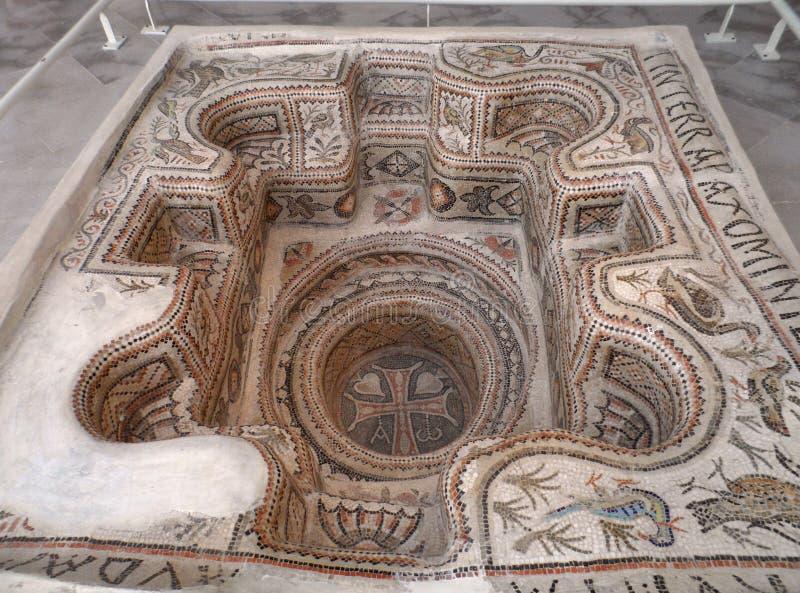 Le Symbolisme Chrétien - 19 eme siècle - Angleterre ( Images) Sunken-mosaic-baptismal-font-sousse-archaeological-museum-ancient-byzantine-part-collection-antiquities-inside-57570233