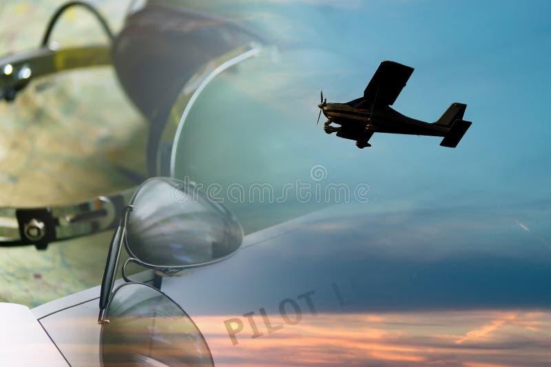 Sunlgasses och flygplan arkivbilder