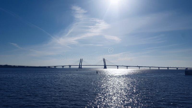 Sunlit порт Sevkabel в Санкт-Петербурге стоковая фотография