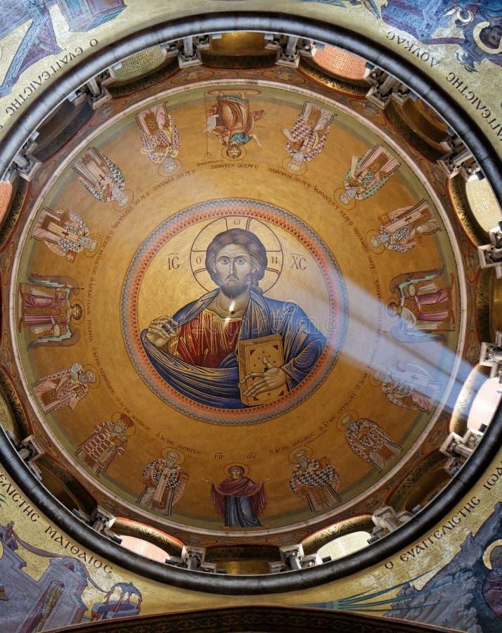 Sunlit Anstrich des Jesus Christus auf Haube der Kirche lizenzfreie stockbilder