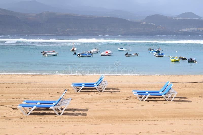 Sunlounger på Playaen de las Canteras, Las Palmas de Gran Canaria arkivbild