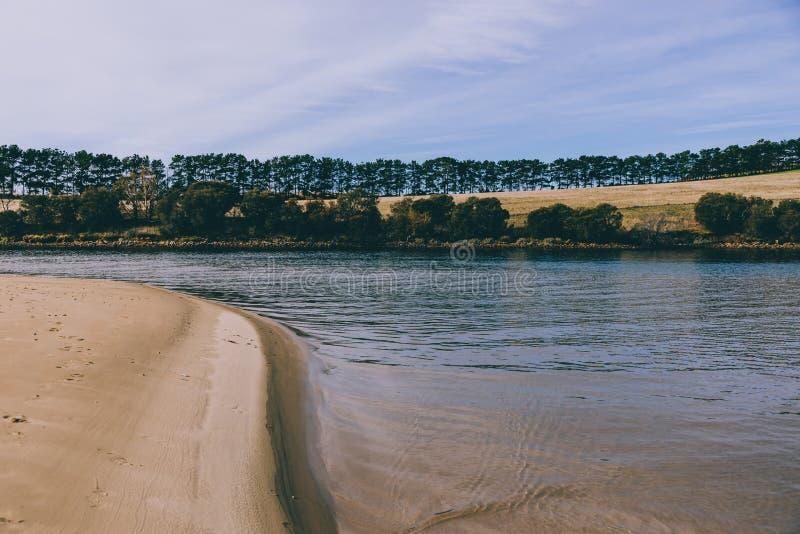 Sunny Australian-Strand in Cremorne, Tasmanien stockfoto