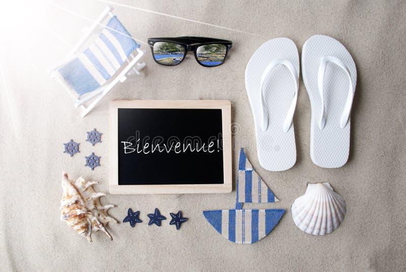Sunny Blackboard On Sand, Bienvenue Means Welcome stock foto's