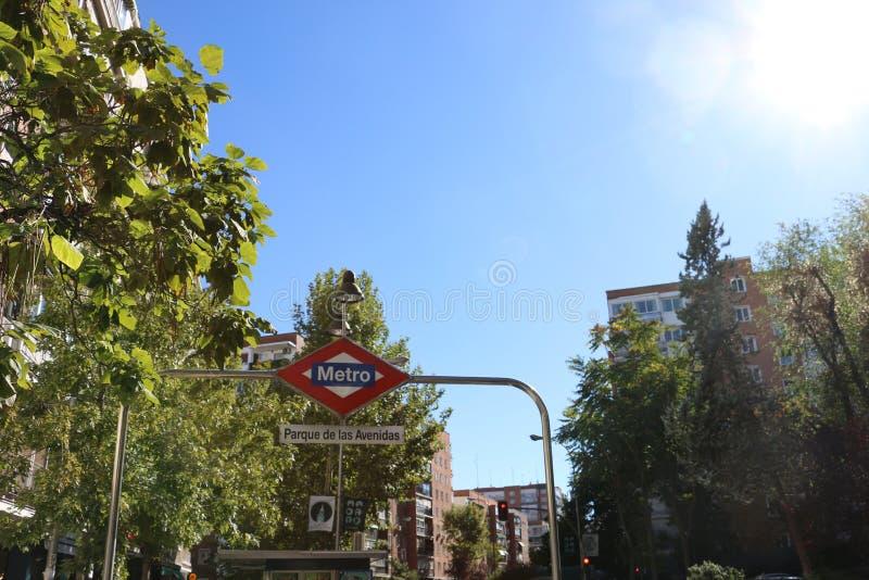 Sunny Day Metro Station stock afbeeldingen