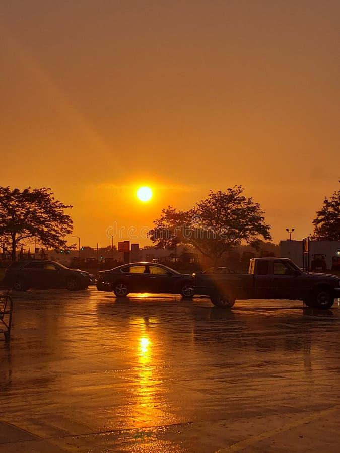 Sunny Parking Lot In la pioggia fotografie stock