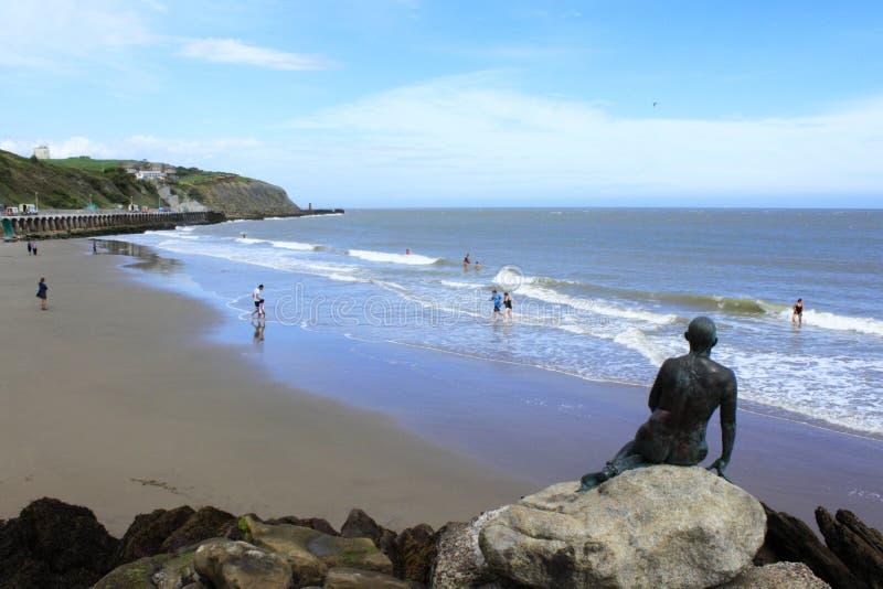Sunny Sands-Strand Folkestone Kent Großbritannien lizenzfreie stockbilder