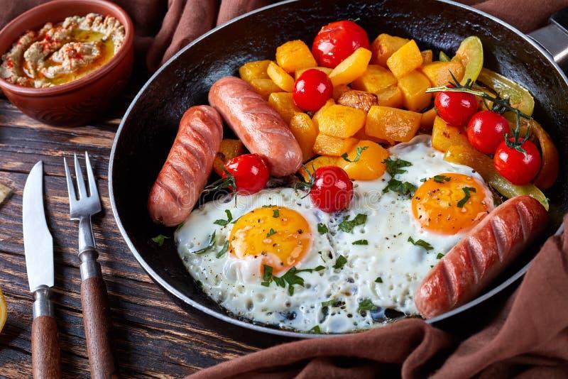 Sunny Side op eieren, worsten en pompoen, sluit omhoog stock foto's