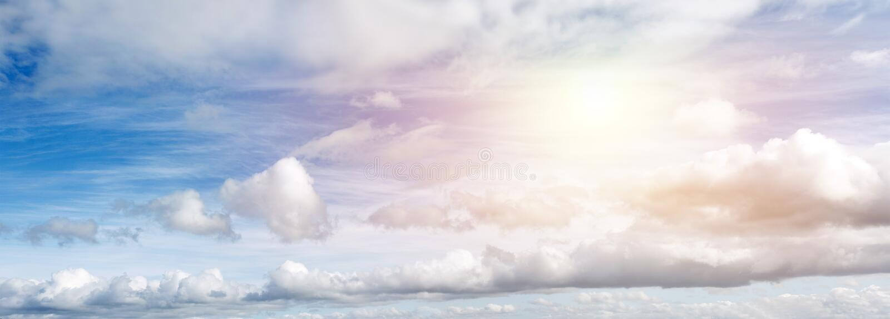 Sunny smart sky arkivfoton