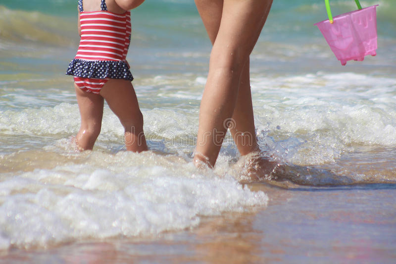 Sunny Summer Day sulla costa di mar Mediterraneo immagini stock