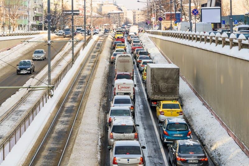 Sunny Winter Day Following une tempête forte de neige dans la ville du centre de Bucarest photos stock