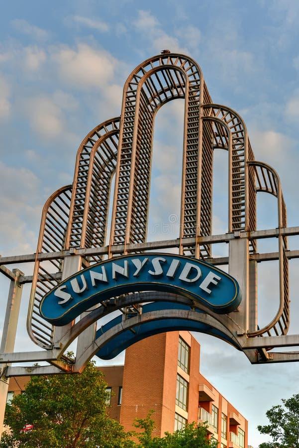 Sunnyside båge - Queens, New York royaltyfria foton
