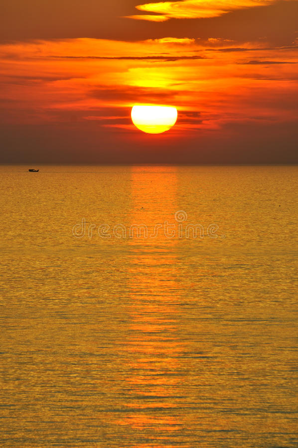 Download Sunraise on sea and boat stock image. Image of ocean - 38315143