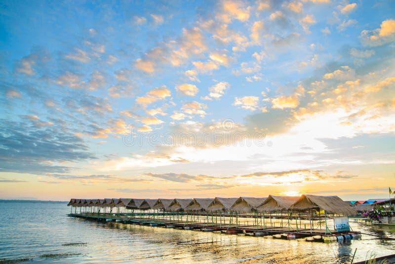 Sunries на павильоне пляжа в Ubon Ratchathani стоковое фото