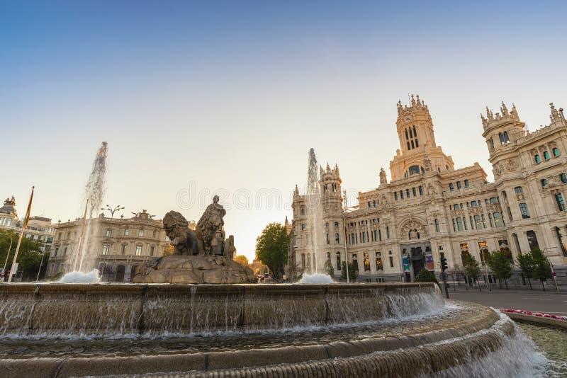 Sunrise espagnole à Madrid autour de la fontaine de Cibeles photo libre de droits