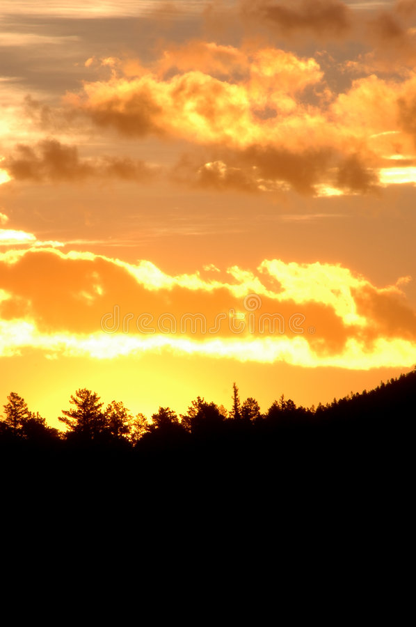 Sunrise in the mountain (vertical) royalty free stock images
