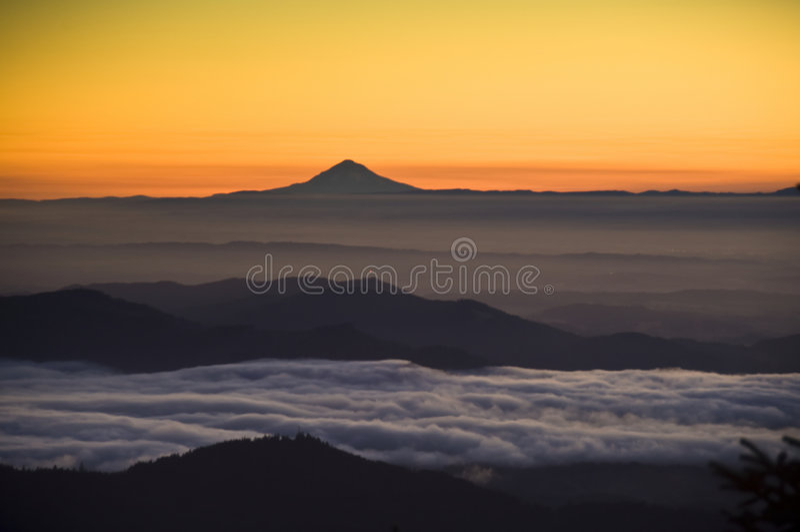Sunrise, Mt. Jefferson, Willamette Valley. Sunrise over the Willamette Valley, Oregon, with Mt. Jefferson in the distance stock image