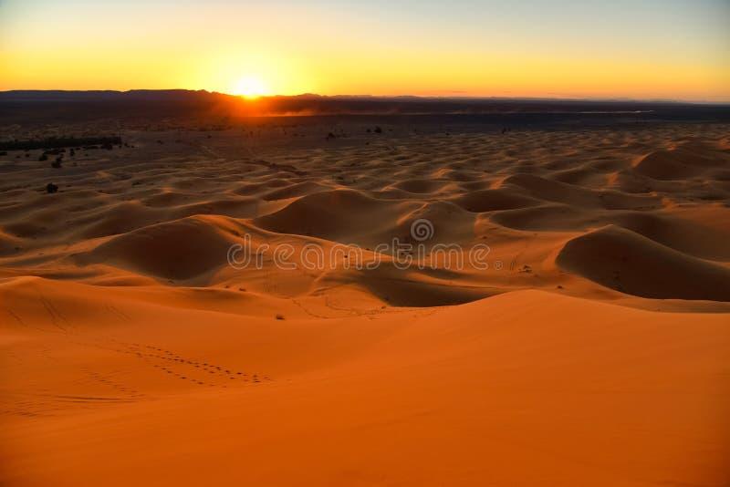 Sunrise nel deserto del Sahara, Marocco, Africa fotografia stock libera da diritti