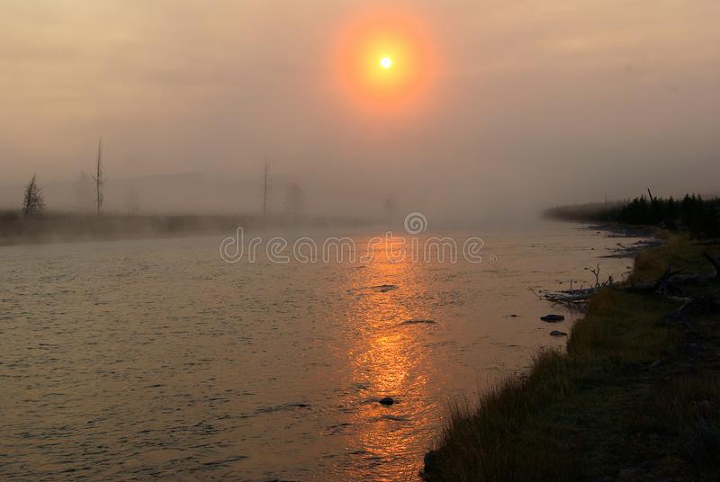 Sunrise over Madison River, Yellowstone National Park, Wyoming, 13 september 2007 royalty-vrije stock afbeeldingen