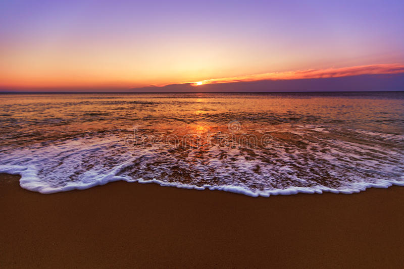 Download Sunrise And Shining Waves In Ocean Stock Image - Image: 39028725