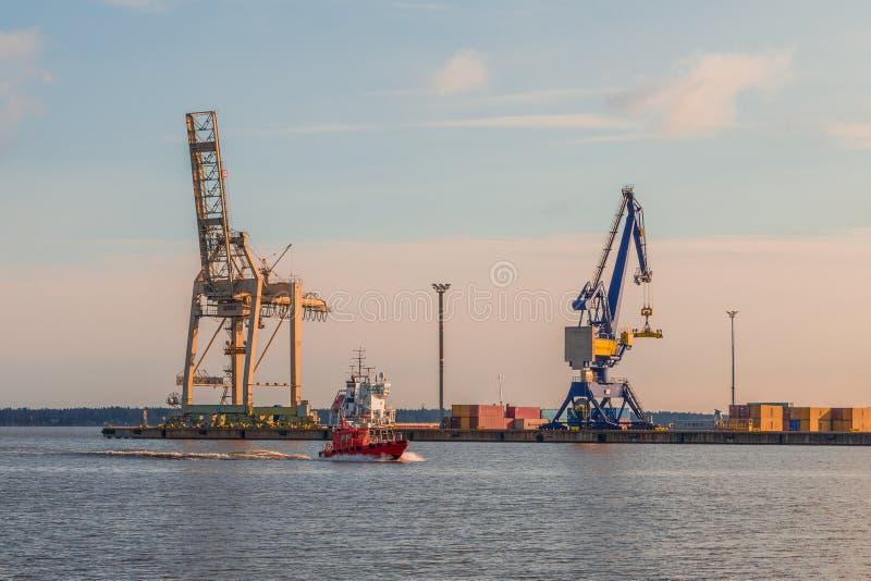 Sunrises in een haven stock foto's