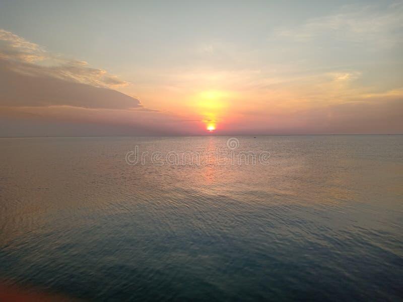 sunrises lizenzfreie stockfotos
