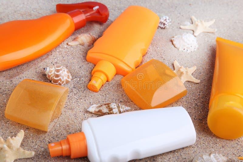 Sunscreen μπουκάλια στοκ φωτογραφίες