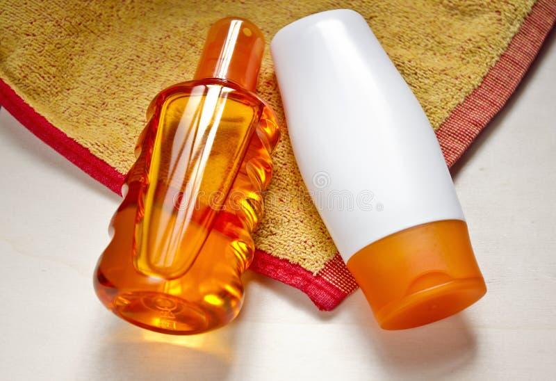 sunscreen παραλιών πετσέτα στοκ εικόνα με δικαίωμα ελεύθερης χρήσης