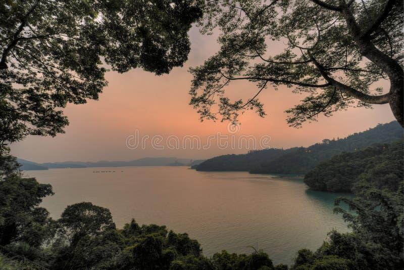 Sunse озера стоковые изображения rf