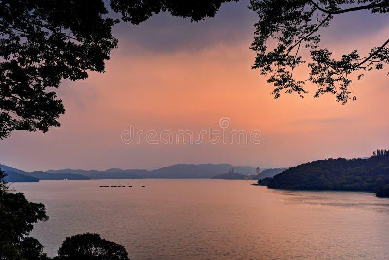 Sunse озера стоковое изображение rf