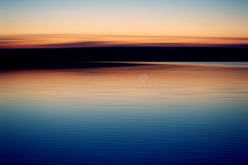 Sunsent在湖 库存照片