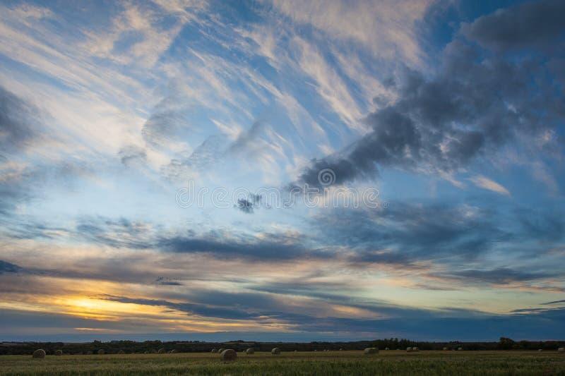 Sunset cerca de Warman, Saskatchewan, Canadá fotos de archivo