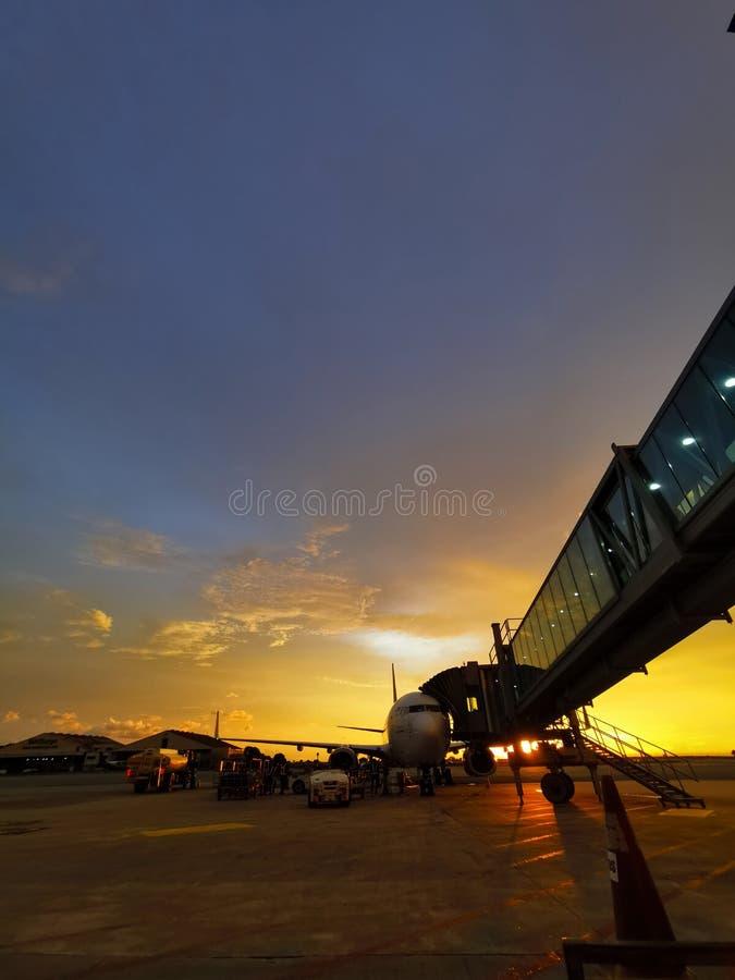 Sunset KKIA Boeing 737 b737 стоковое изображение rf