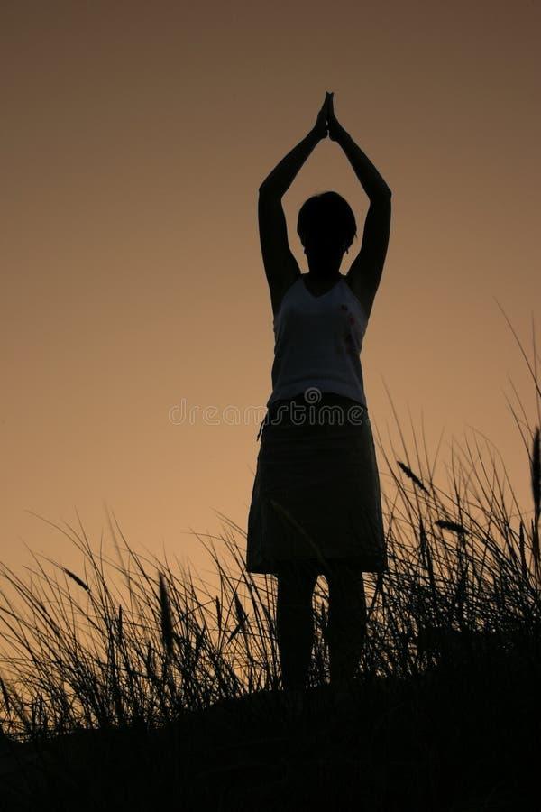 sunset medytacji kobiety zdjęcia royalty free