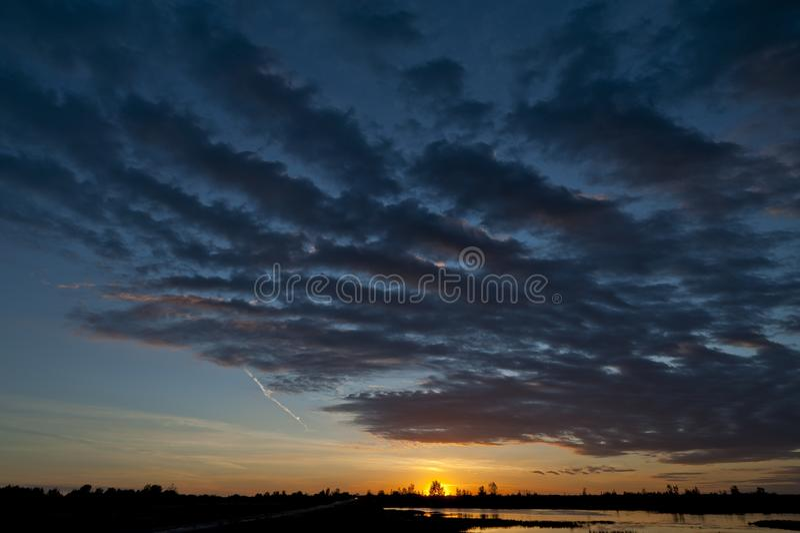 Sunset nära Warman, Saskatchewan, Kanada fotografering för bildbyråer