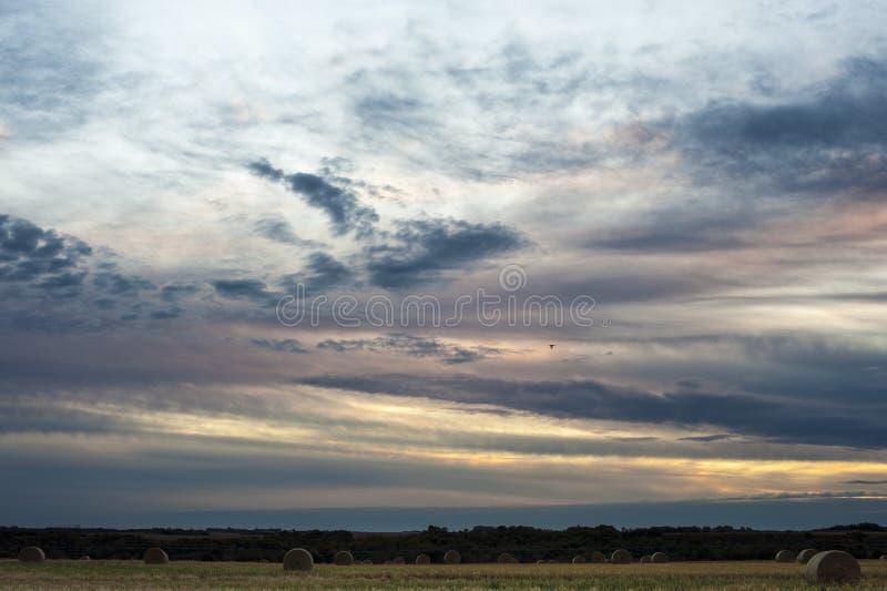 Sunset nära Warman, Saskatchewan, Kanada arkivbilder