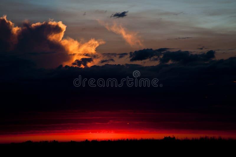 Sunset nära Warman, Saskatchewan, Kanada royaltyfri foto