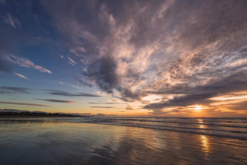 Sunset na bela praia do norte da Califórnia imagens de stock royalty free
